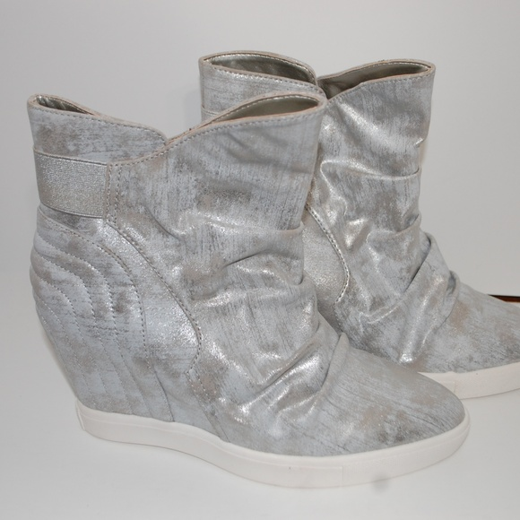 a7a38b1c5905 NWOB Jennifer Lopez Silver High Heel Wedge Booties
